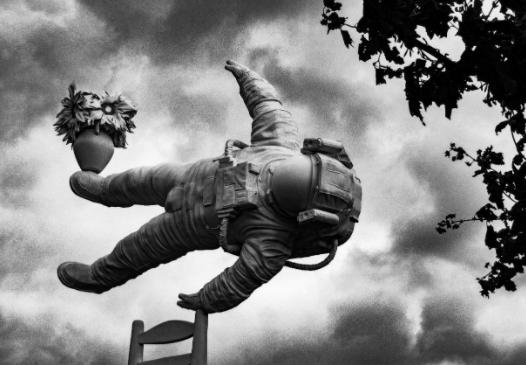 Portrait of a Dream, escultura de Joseph Klybanski expuesta en el centro del estanque del Museum SquareAmsterdam en 2018. Fotografía de Sam te Kiefte(Fuente: Unsplash)