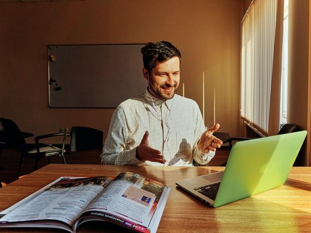 Impacta con tu presentación virtual en cualquier idioma